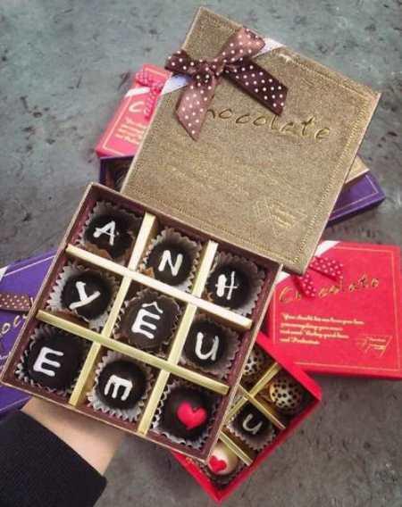 Cửa hiệu bán hoa, chocolate mở cửa xuyên Tết phục vụ Valentine - Ảnh 3.