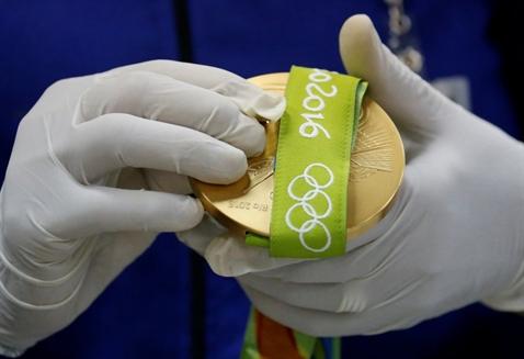 Huy chuong vang Olympic duoc san xuat the nao?