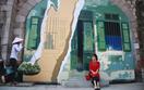 Mê mẩn trước những ngôi làng bích họa trên khắp Việt Nam