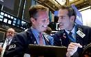 Chứng khoán Mỹ xanh rực nhờ loạt báo cáo lợi nhuận khả quan, giá dầu lại tăng
