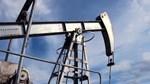 Dầu mỏ tăng 3% do đồng đô la và số giàn khoan dầu Mỹ giảm