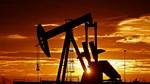 Giá dầu giảm trở lại từ mức cao nhất trong 8 tuần