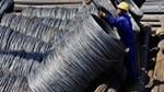 Giá thép tại Trung Quốc giảm do sản lượng đạt mức cao kỷ lục, GDP chậm lại