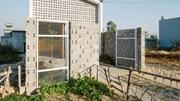 """Căn nhà 90m² có """"hoa nắng"""" nhảy nhót nhờ 1300 viên gạch lỗ do gia chủ tự đóng"""