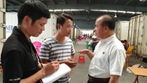 Sang Trung Quốc xem mua bán thanh long thế nào?