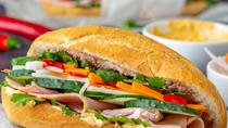 Bánh mì Việt Nam: Từ món ăn vỉa hè đến 'top' món ngon thế giới