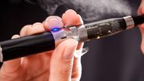 Báo động từ hút thuốc lá điện tử trong giới trẻ