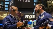Cổ phiếu truyền thông nhấn chìm phố Wall, USD giảm nhẹ