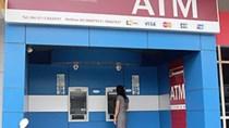 TPHCM: ATM tê liệt vì trời mưa