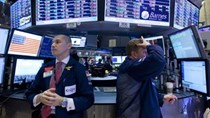 Chứng khoán Mỹ vẫn bị bán tháo dù Trung Quốc hạ lãi suất