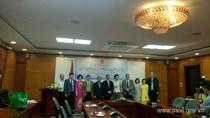 Thứ trưởng Cao Quốc Hưng trao Kỷ niệm chương cho Trưởng đại diện UNIDO