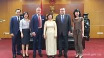 Thứ trưởng Hồ Thị Kim Thoa tiếp Phó Quốc vụ khanh Bộ Ngoại giao và KTĐN Hungary