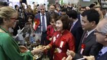 Thứ trưởng Hồ Thị Kim Thoa dự Triển lãm Vietnam Foodexpo 2016