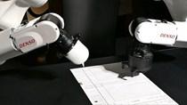 Robot Nhật trượt đại học 4 năm liên tiếp vì kém tiếng Anh