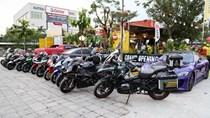 Hàng chục môtô và siêu xe tập trung ở Sài Gòn