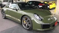 Đây là chiếc Porsche 911 Targa 4S màu xanh ô liu khiến chủ xe phải chờ đợi