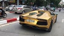"""Bắt gặp Lamborghini Aventador mui trần """"mạ vàng"""" trên đường phố Hà Nội"""