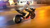 """Có FB thanh niên cưỡi quái vật Kawasaki H2R tiền tỉ """"khạc lửa"""" đại náo đường phố"""