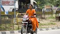 Các chủ sở hữu xe máy mới của Ấn Độ thúc đẩy sự bùng nổ xăng dầu