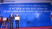 Bộ trưởng Vũ Huy Hoàng trao Huân chương độc lập hạng Ba cho VITACO