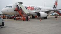 Máy bay của Jetstar tạm ngưng hoạt động vì bị xe thang va quệt