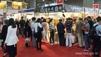 Nông sản Việt thu hút hàng nghìn người Trung Quốc đến mua sắm