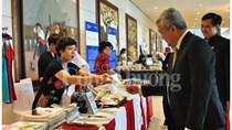 Hàng thủ công truyền thống Việt gây ấn tượng với các đại biểu APEC