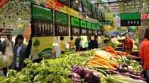 Giá các mặt hàng rau xanh và trái cây vẫn ở mức cao