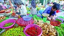 """TPHCM: Giá thực phẩm tăng """"chóng mặt"""""""