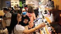 """Sau Black Friday, lượng khách """"khủng"""" vẫn đổ về các nơi mua sắm"""