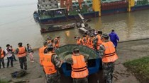 Tàu du lịch chở 458 người chìm ở Trung Quốc
