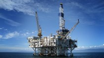Giá dầu thế giới tuần kết thúc 23/10 gần mức cao nhất trong 3 năm