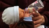 Campuchia tạm cấm xuất khẩu sữa mẹ sang Mỹ