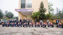 VEAM trao tặng 102 máy cày cho đồng bào vùng bão lũ