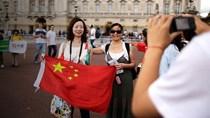 """""""Trật tự thế giới mới"""" của Trung Quốc (4): Tiêu tiền như khách Trung Quốc"""