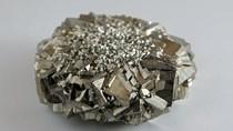 Lần đầu tiên  trong 6 năm giá platinum và palladium bằng nhau