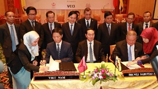 Lễ ký Bản ghi nhớ về hợp tác KT và TM giữa BCT Việt Nam và BTM Bru-nây Đa-rút-sa-lam