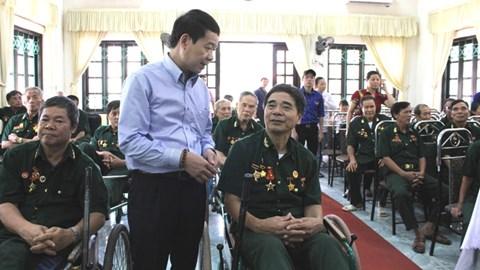 Công đoàn Công Thương Việt Nam tặng quà tri ân các thương binh nhân ngày 27/7