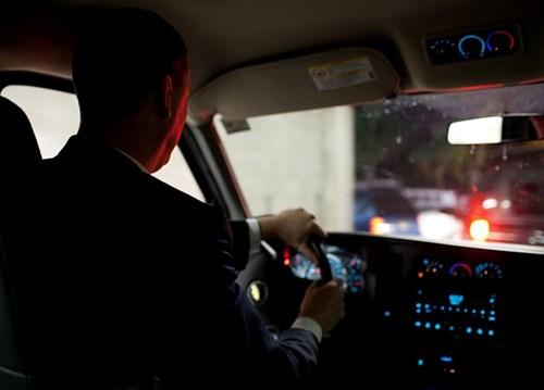 Tài xế: Tài xế của Tổng thống Obama là một điệp vụ CIA được huấn luyện đặc biệt để có thể ứng phó với các tình huống khẩn cấp chứ không chỉ làm nhiệm vụ lái xe thông thường. Tài xế cũng có thể sử dụng các trang thiết bị hữu ích trên xe, như hệ thống thông tin và GPS.