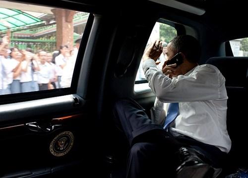 Nội thất: Nội thất của chiếc limousine tổng thống Obama được cho là được hàn kín để chống bị tấn công bằng hoá chất. Ngoài ra, có thể bên trong xe có cơ chế khoá an toàn, tức là trong trường hợp khẩn cấp, toàn bộ cửa xe được tự động khoá giống như hệ thống khoá của ngân hàng trong trường hợp bị trộm/cướp.