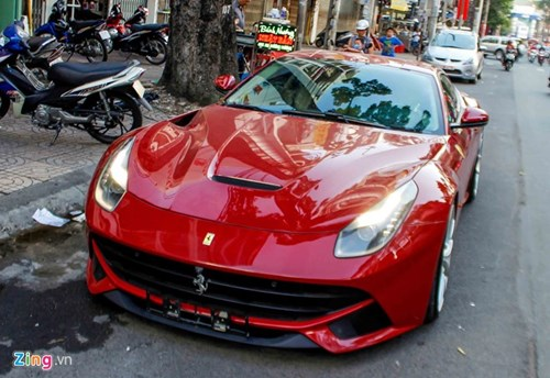 Sieu xe Ferrari F12 phien ban do ve Viet Nam hinh anh 2