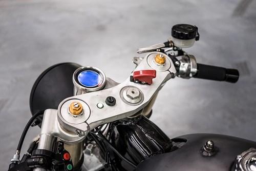 Moto Yamaha 750 phan khoi do bat mat hinh anh 10