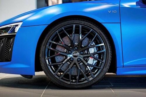 Audi R8 V10 mui tran mau doc hinh anh 3