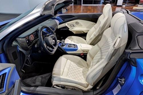 Audi R8 V10 mui tran mau doc hinh anh 4