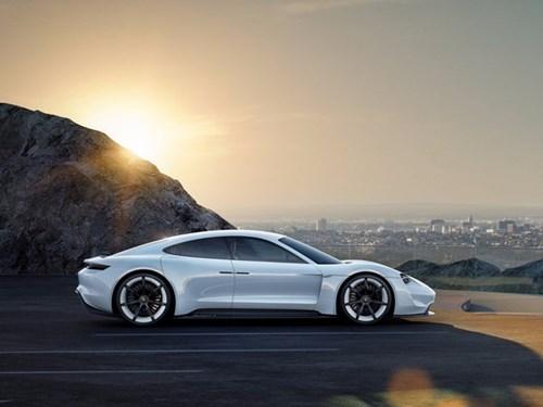 Porsche san xuat xe dien canh tranh Tesla hinh anh 6