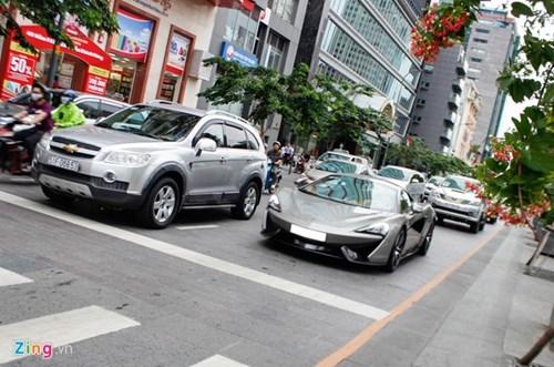 McLaren 570S cua Cuong Do La lan dau dao pho Sai Gon hinh anh 13