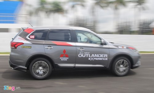 Mitsubishi Outlander 2016 co gia tu 975 trieu dong o VN hinh anh 2
