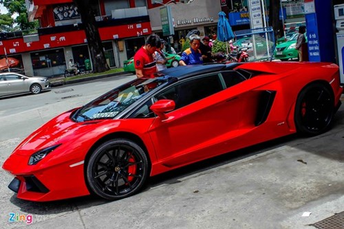 Sieu xe Aventador Roadster di do xang o Sai Gon hinh anh 2
