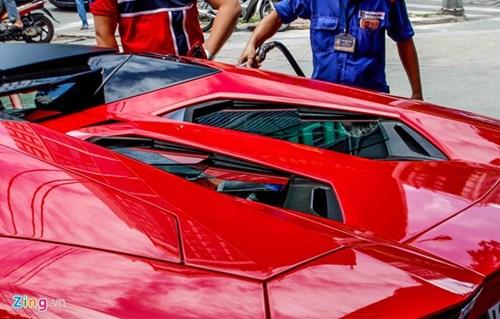 Sieu xe Aventador Roadster di do xang o Sai Gon hinh anh 5