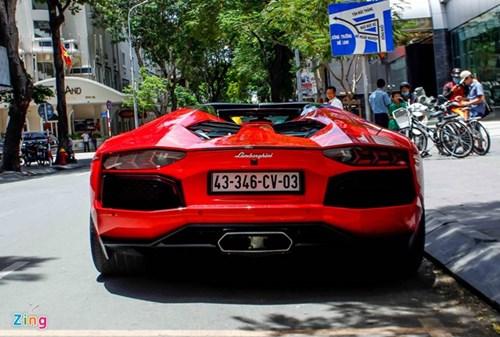 Sieu xe Aventador Roadster di do xang o Sai Gon hinh anh 7